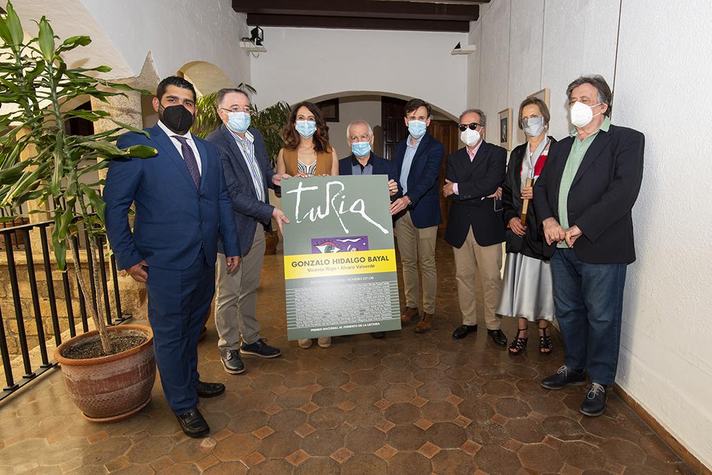 Luis Landero presenta en Cáceres la revista Turia en homenaje a Gonzalo Hidalgo Bayal