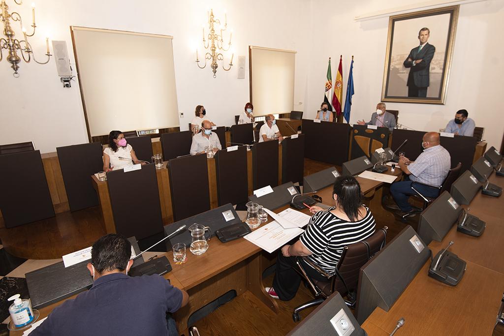 Diputación firma un protocolo con mancomunidades para impulsar el mantenimiento de las oficinas comarcales de Vivienda